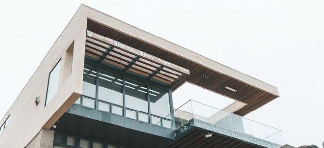 Kasta sten i ett modernt glashus?